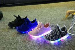 Wholesale Bébés filles formateur tenis LED Light Chaussures Toddler Anti Slip Sports Bottes Kids Sneakers enfants Cartoon Flats enfants chaussures
