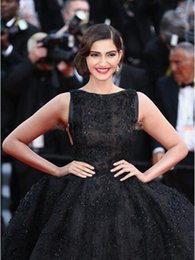 Wholesale W104 cannes th Sonam Kapoor Red Carpet Ball Gown Black Appliqued Evening Dress Formal Gown Sexy Open Back