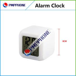 Buena calidad con el envío libre 12 pedazos / Lot LED que brilla intensamente cambio de color digital del pequeño despertador