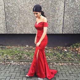 Wholesale Barrido atractivo rojo del hombro de la sirena vestidos de noche de Split Off tren vestidos de la alfombra roja de la celebridad pista del desgaste de la tarde por encargo