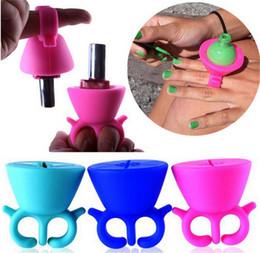Wholesale Nail gel polish bottle holder flexible silicone finger wear ring nail art tools Varnish Bottle Display Stand Holder for nail pinting salon