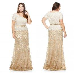 Wholesale Tenue de longueur de plancher Plus Size Robes de soirée col V à manches courtes en dentelle pleine Gaine Robes de bal Meilleures ventes Mère
