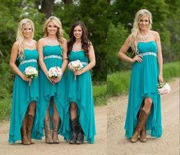Wholesale Turquesa vestidos de dama de honor para la boda barato alta baja sin tirantes gasa país de limpieza del vestido de honor vestido de volantes playa formal