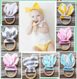 INS Baby Chevron Zigzag Teethers 28Colors Círculo de madera natural con tejido de oído de conejo Dientes de recién nacido Práctica de juguete anillo de entrenamiento B1012