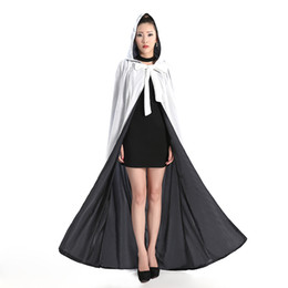 Wholesale New Arrival Cheap Velvet Hooded Cloaks Winter Wedding Capes Wicca Robe Warm Christmas Long Bridal Wraps S XL