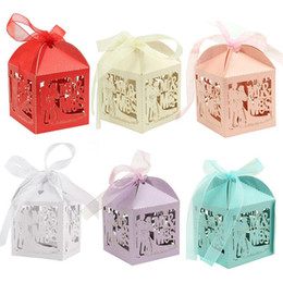 Wholesale 100Pcs set MR MRS Laser Cut Hollow Carriage Baby Shower Favors Boxes Gifts Candy Boxes Favor Holders With Ribbon Wedding Party Favor Decor
