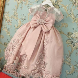 Wholesale Rose Princesse Little Girls Robes de soirée Dentelle Applique Perles Sheer manches courtes robes de demoiselle d enfants Pageant Robes Custom Made
