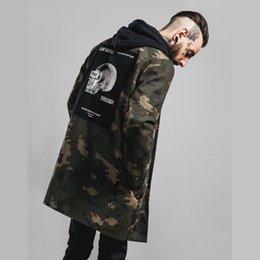Wholesale Los más nuevos Hombres Estilo militar de manga larga Hiphop Streetwear Swag Camo Appliques Diseñado chaqueta para hombre Denim Chaquetas