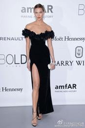 Wholesale 2016 Festival de Cine de Cannes vestidos de la celebridad Karlie Kloss Negro sirena fuera del hombro Vestidos de baile alfombra roja plisada de gasa vestido de noche