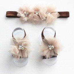 Wholesale Cinta de cabeza Set multicoloras de la manera de los bebés recién nacidos de encaje sandalias descalzas del pie flor de la perla de la venda
