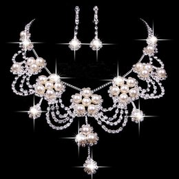 Wholesale 2016 Luxury Wedding Jewellery Sets Beaded Bridal Accessories Necklace Earrings Accessories Two Pieces Cheap Fashion Style Hot