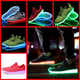 Vender 1PAIR LJJH1281 caliente 1: 1 de la marca de calidad superior Nuevo Kanye West LED Boost de hombres mujeres zapatillas de deporte de 6 colores