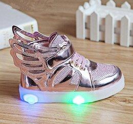 Wholesale Chaussures de mode Nouveau Enfants Chaussures Mode Ailes Garçons Filles Sneaker Enfants Luminous Enfants Flash Led Éclairage Enfants Chaussures