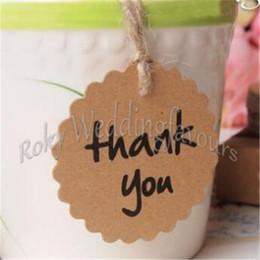 Livraison gratuite 50PCS Mariage Brown étiquettes de papier Kraft Scalloped Cercle Merci Tags Bonbonniere Favor Gift Tags Cartes Avec Twines