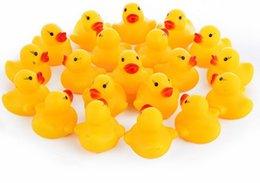 Детские игрушки для детей с водяными игрушками Звуки Мини-желтые резиновые утки Детские купальные костюмы для детей Пляжные подарки для пляжа LLFA