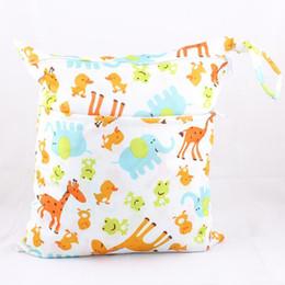 Wholesale Grossiste bébé portable Nappy réutilisable lavable mouillé sec de tissu Zipper étanche sac à couches pour bébés sacs de rangement sacs de nage Tote T0175