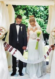 Wholesale Berta primavera vestidos de boda vaina Illusion encaje joya cuello de vestidos de novia de manga larga con apliques de cinturón de oro abrir de nuevo tamaño