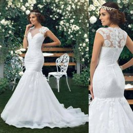 2017 new designer queen girl mermaid wedding dresses dubai cap sleeves vestios de novia lace appliques crew neck fitted arabic bridal gowns cheap designer