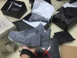 (WithBox + Double box) Retro 4 KAWS X Hommes Kaws XX Dans le sombre Cool Gray Glow Basketball Shoes 4s Suede Sneakers High Quality Come