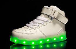 Wholesale Taille de chaussure européenne Enfants Usb Charging Led Light Chaussures Sneakers Kids Light Up Shose avec des ailes Luminous Lighted Boy Girl Chaussures