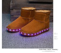 Wholesale Bottes d hiver pour les femmes Chaussures LED Noir Jaune Light Up Chaussures Lumineuses Femmes USB Charging Chaussures colorées Glowing Short Floss Bottes de neige