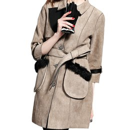 Femmes Mode Faux Suede Jacket Trench Coat Lapel Ladies Outwear Paragraphe Poussière Manteau 3 \ 4 Manche Femmes Donner A Ceintures