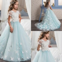 Wholesale Pretty Lace Little Girl Dresses Fille Fleur manches courtes avec Cute Butterfly Sweep Train Kids Glitz Pageant Fête Robes de partie
