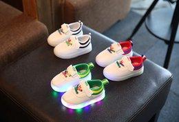 Wholesale 2016 Nouveaux Enfants Led Chaussures Lumineuses Garçons Filles Chaussures Athlétiques Luminous Chaussures Occasionnels Enfants Chaussures Chaussures Enfant Chaussures Enfant Chaussures Couleurs