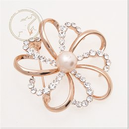 online shopping Beautiful style of gold rhinestone pearl brooch flower brooch handmade cheap brooches for wedding