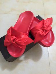 2017 Fenty Rihanna Sapatos Mulheres Chinelos Indoor Outdoor Sandálias Girls Scuffs Moda Rosa Preto Branco Cinza Bowknot Slides Com saco de pó