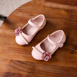 Wholesale Coreano Nueva Primavera Flor Perla Princesa Niñas Zapatos Sandalias PU Zapatos De Cuero Princesa Chica Partido De La Danza Zapatos Rosa Beige A5941