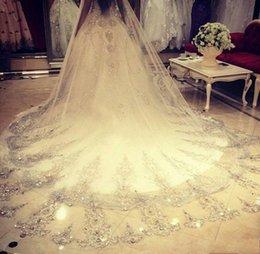 Wholesale 2017 Real Images Bling Cap manches Robes de mariée Scoop Ball Gown cristaux strass perles royale chapelle train robes de mariée