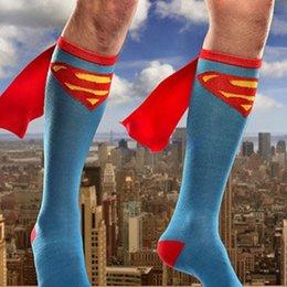 Ouro Mãos 2017 Hot vendendo futebol desenhos animados tubo longo Sports Meias Superhero cabo meias para homens 2 Estilo Free Size Frete Grátis