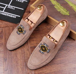 Itália embroidStyle Fashion Men's Pointed Loafers Masculino Casual Dress Flats Casamento Party Pageant Shoes Sapato Social Masculino