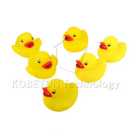 Wholesale-NEW Yellow Rubber Duck Bath Flashing Light Toy Auto Color Changing Baby Bathroom Toys Multi Color LED Lamp Bath Toys cheap baby changing bath from baby changing bath suppliers