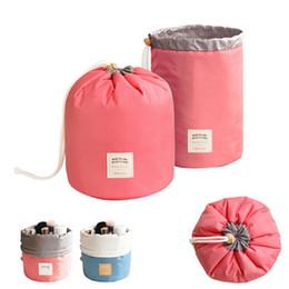 2017 El nuevo barril elegante grande coreano de la capacidad grande formó el bolso cosmético del maquillaje de la bolsa del acondicionador del recorrido del almacenaje del organizador de la colada para las mujeres
