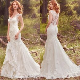 2017 vintage designer sleeveless full lace wedding dresses v neck mermaid beach bohemian bridal gowns with covered buttons discount bohemian wedding dress