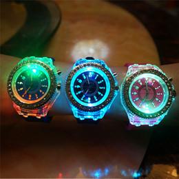 Светодиодные светящиеся часы Женева кристалл алмаза камень светодиодные часы унисекс силиконовые желе конфеты вспыхивают Наручные часы спортивные часы