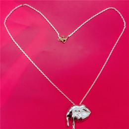 Nouveau cadeau d'anniversaire de forme de bouche de bouffon de collier de Kylie Jenner de mode Kylie Jenner pour la réunion d'amis de partie Livraison gratuite chaude d'alina