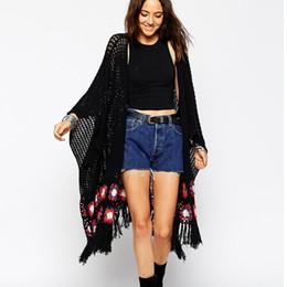 Wholesale Grossiste en Europe de style longues femmes cardigan chandail batwing manche frange fleur noire tricot chandails creux sexy cardigans
