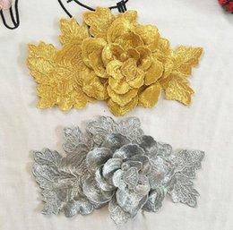 Wholesale Los remiendos bordados D de la flor de la astilla del oro cosen en remiendos de la ropa DIY para la camiseta del vestido remiendo del x13cm para la ropa Decalque decorativo