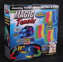 Magic Tracks Bend Flex Racetrack para niños Increíble pista de carreras de niños Railcar LED hasta coche crece en la oscuridad OOA971