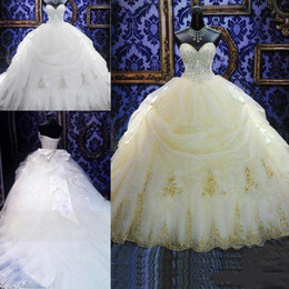 Wholesale Sweet Ball Gowns Debutante Quinceanera vestidos Lace Appliques Organza de oro rebordeado Sequined Puffy Prom Vestidos largos por encargo