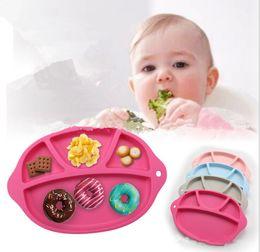 Tazones de bebé Tazón de fuente de una sola pieza Niño dividió el plato Tazón de fuente de succión Bebé niño de la tabla del niño Vajilla Placemat de la succión placemat del silicón KKA1001
