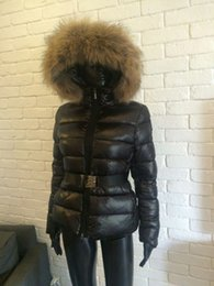 Wholesale M19 femmes chaudes de vente de veste d hiver de manteau d épaississement de femmes Vêtements vrai hoodie de collier de fourrure de raton laveur vers le bas veste