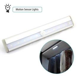 Luz inteligente del sensor del IR del LED Luz sin hilos del sensor de movimiento auto Luz inteligente infrarroja de la inducción Luces de la noche para las escaleras del armario del hotel del gabinete