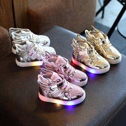 Wholesale Chaussures enfant avec lumière Mode chaussures de sport incandescentes garçons filles chaussures ailes toile appartements printemps enfants Cadeaux de Noël couleurs