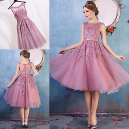 Real Pictures 2017 Nouvelle Arrivée Robes de bal courte 4 couleurs Dark Navy Noir Rose Rouge Longueur au genou Dentelle Applique Illusion Retour Cocktail Dresses