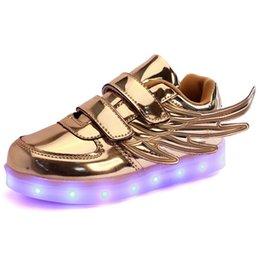 Wholesale Enfants Led Chaussures pour les enfants Party et Sport Casual Multi Wings Chaussures Coloré Glowing Bébés garçons et filles Charging Light Up Chaussures