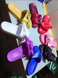 Новые в коробке Fenty тапочки bowknot по Rihanna несколько цветов Размер 6-9 сатин тапочки лук слайд тапочки с bowtie сандалии 2017 новый розовый зеленый